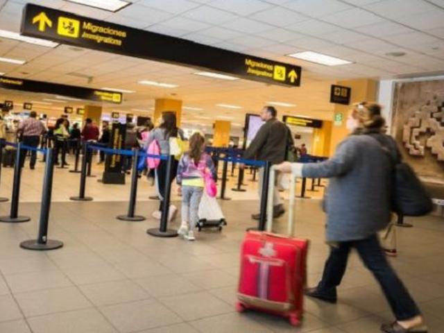 Viajeros procedentes del extranjero deberán tener las dos dosis contra el coronavirus para ingresar a Perú