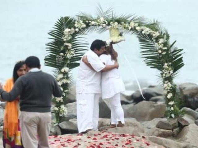 Covid-19: Playas se reabrieron y pareja aprovechó para celebrar su boda