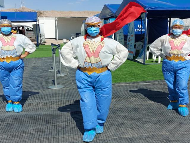 Moquegua: enfermeras se convierten en la Mujer Maravilla para vacunar a mayores de 18 años