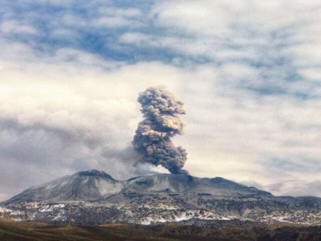 Guatemala: volcán de Fuego reduce actividad pero continúan explosiones