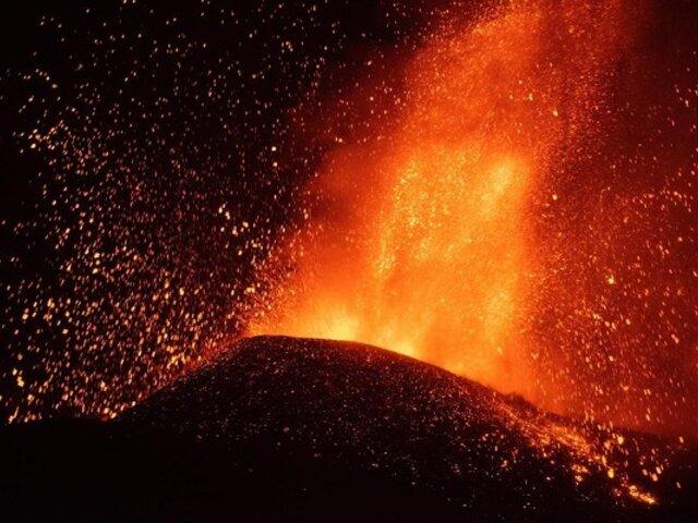 Volcán Cumbre Vieja: La Palma es declarada zona catastrófica y lava sigue avanzando al mar