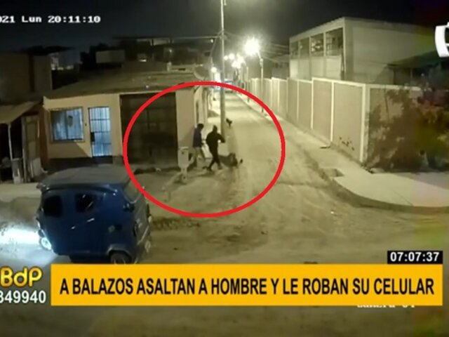 Delincuentes atacan a balazos a hombre para robarle su celular