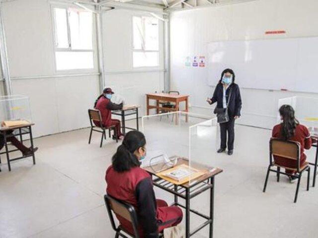 3 mil instituciones educativas volverían a la semipresencialidad a fin de año