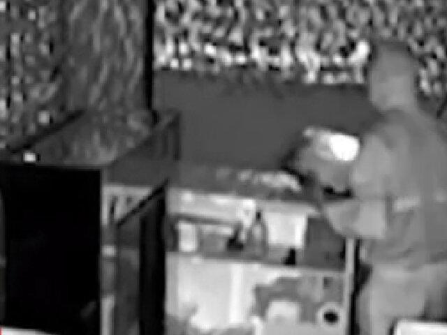 SJL: delincuente intenta robar en juguería pero es capturado y hasta se le cae la torta