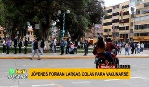 Huánuco: largas colas de jóvenes en Plaza de Armas para recibir vacuna contra la covid-19