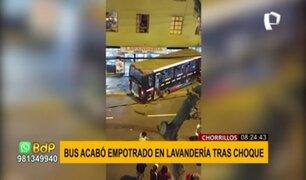 Bus se despista y choca en Chorrillos: piden rompemuelles ante constantes accidentes