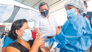 Ministro Cevallos condicionó entrega de bonos a cambio de vacunación