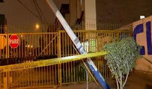 Rímac: poste a punto de caer es un peligro para vecinos