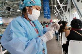 77.7% de mayores de 50 años ya cuentan con las dos dosis de vacuna contra el coronavirus