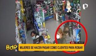 Ate: mujeres son captadas robando un celular a clienta en tienda de celulares