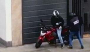 La Victoria: policía disparó y dejó herido a raquetero extranjero que le robó su mochila