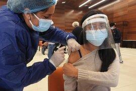 Covid-19: primera semana de noviembre inicia vacunación para adolescentes de 12 a 17 años