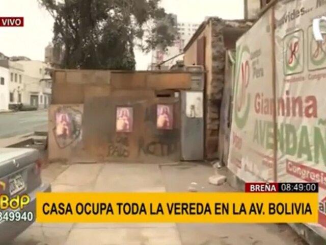 Vecinos sin límites en Breña: vivienda ocupa casi toda la vereda en la av. Bolivia