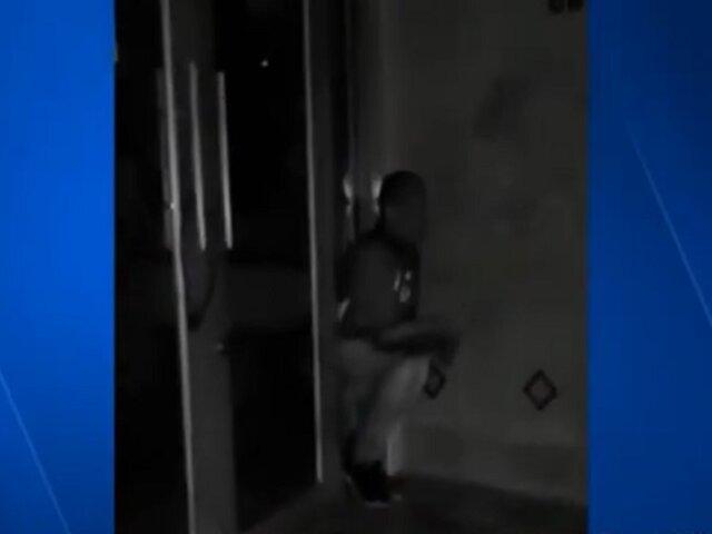 ¡Atrapado! Ladrón terminó atascado en ventana tras robar un local comercial