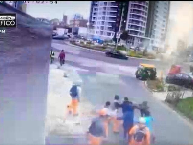 Breña: obreros de construcción golpean a delincuente que los extorsionaba