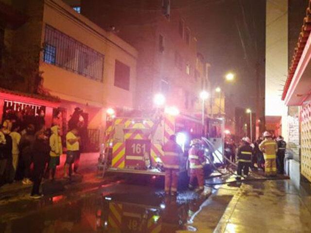 SMP: vela encendida provoca voraz incendio que deja en escombros una vivienda