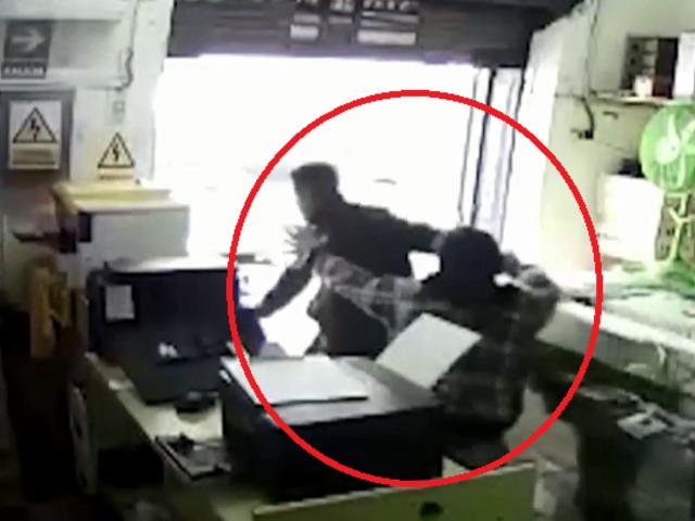 Chiclayo: vendedor se enfrenta a ladrón armado y lo saca de su tienda