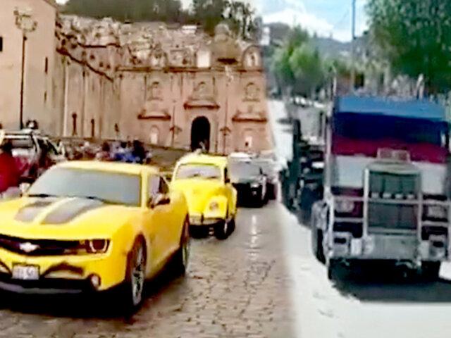 Optimus Prime y Bumblebee se pasean por la ciudad y sorprenden a cusqueños