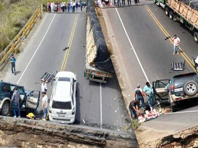 Ecuador: puente colapsa dejando cinco heridos entre camiones y autos atrapados