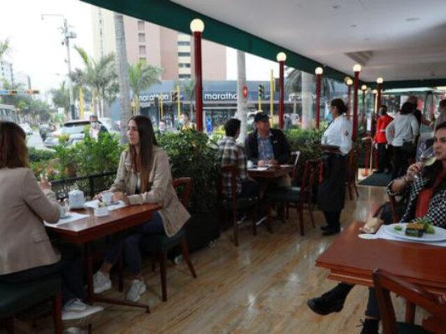 Restaurantes con más de 200 m2 podrán atender desde hoy al 100% de su aforo
