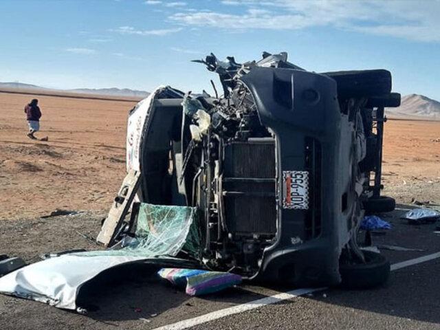Al menos 7 muertos y 16 heridos dejó triple choque en una carretera de Arequipa