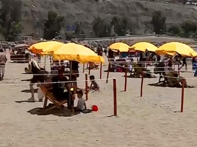 Decenas de familias visitan playa Agua Dulce respetando los protocolos sanitarios
