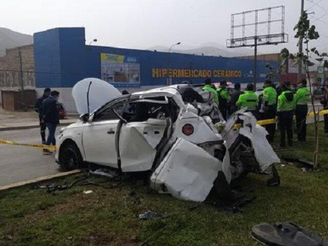 Ventanilla: anciana muere dentro de auto tras aparatoso choque con camión