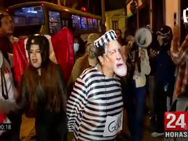Grupo extremista La Resistencia intentó boicotear presentación del libro de Sagasti