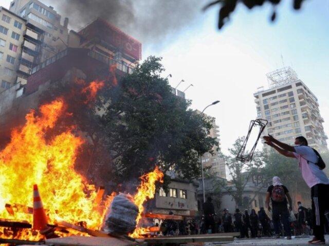 Chile: entre incidentes violentos y saqueos terminó el segundo aniversario del estallido social