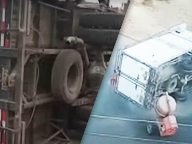 Furgoneta terminó volcada en calle de Los Olivos