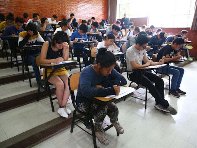 Perú Libre presentó proyecto de ley que establece ingreso libre a universidades
