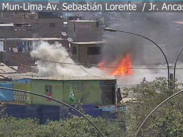 Barrios Altos: reportan incendio de grandes proporciones en un depósito