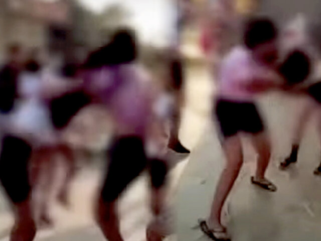 Tumbes: graban a dos adolescentes golpeándose en la calle después de clases