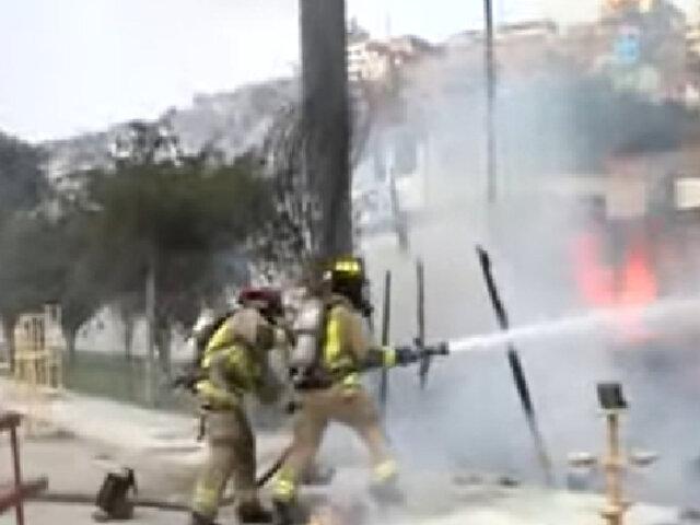 Incendio de gran magnitud se registró en feria de muebles en SJM