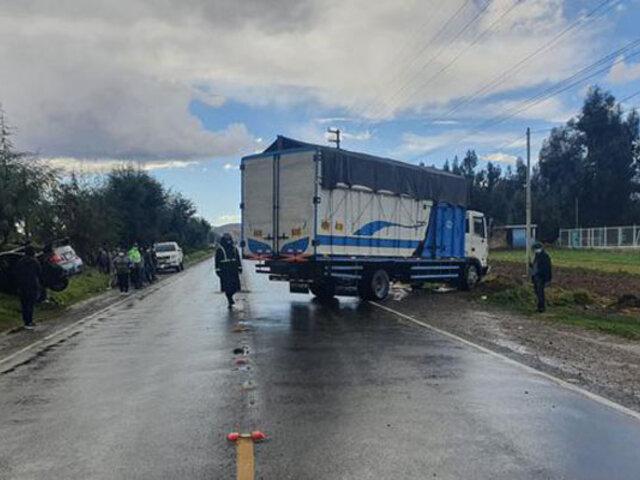 Conductor ebrio resultó herido tras impactar su auto contra un camión en la Carretera Central