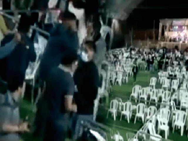 Cajamarca: lanzan botellas y sillas a efectivos policiales por suspender  concierto de salsa