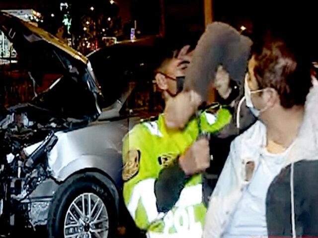 Los Olivos: conductor en presunto estado de ebriedad choca miniván y se da a la fuga