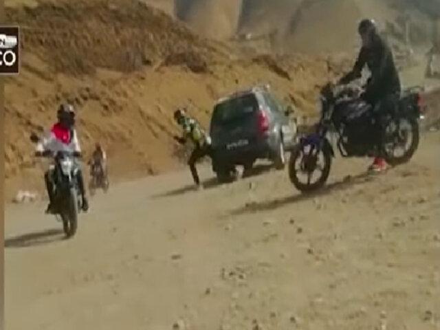 Motociclistas apedrean patrullero en La Herradura