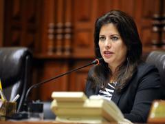 Carmen Omonte reconoce error por no formalizar situación de ex empleada